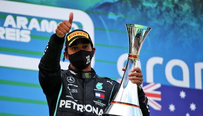 """Hamiltons uz 2021.gada sezonu pagarina līgumu ar """"Mercedes"""""""