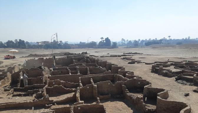 Arheologi Ēģiptē atraduši 3000 gadus senu pilsētu