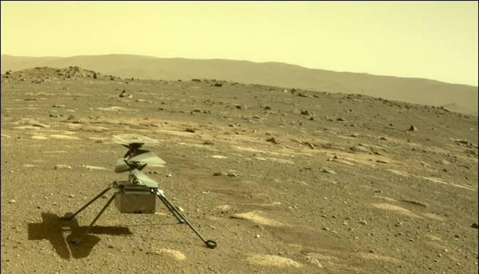 NASA helikopters nolaidies uz Marsa virsmas