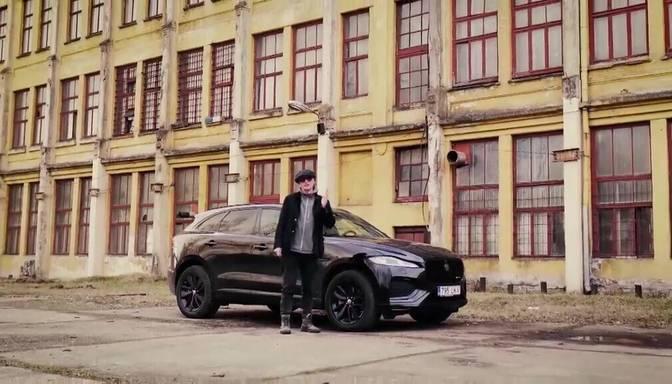 """Zebra"" testē jaunāko ""Jaguar F-Pace"""