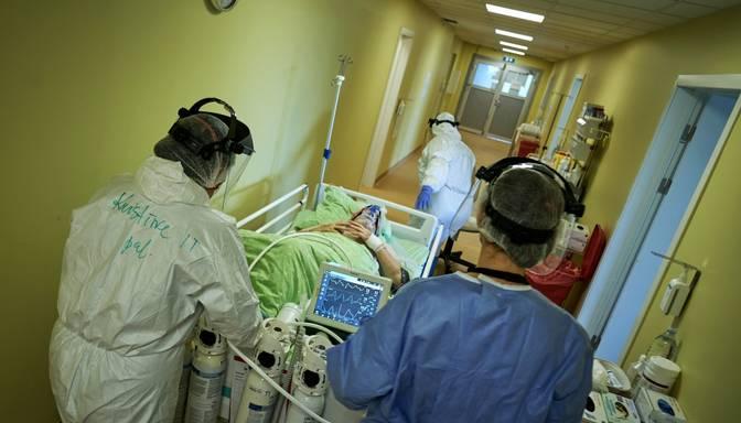 Covid-19 pacientu skaits slimnīcās palielinājies līdz 633