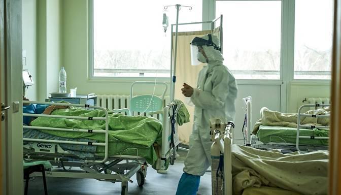 Covid-19 pacientu skaits slimnīcās palielinājies līdz 585