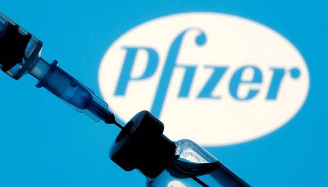 """EZA apstiprina """"Pfizer"""" un """"BioNTech"""" vakcīnu papildu devām cilvēkiem virs 18 gadiem"""