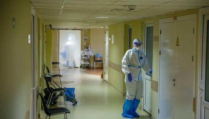 Slimnīcās nokļuvuši 38 jauni ar Covid-19 sasirgušie