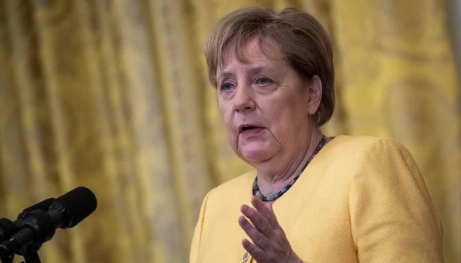 Merkele dienu pirms vēlēšanām pauž atbalstu Lašetam