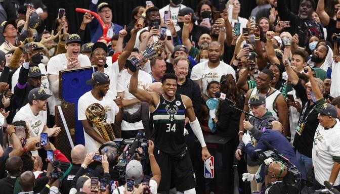 "Fināla MVP Adetokunbo gūst 50 punktus un sagādā ""Bucks"" otro NBA čempionu titulu"