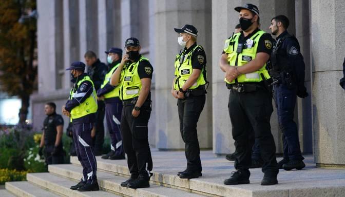 IeM lūgs valdībai 1,6 miljonus eiro atalgojumam policistiem un robežsargiem par darbu Covid-19 izplatīšanās ierobežošanā