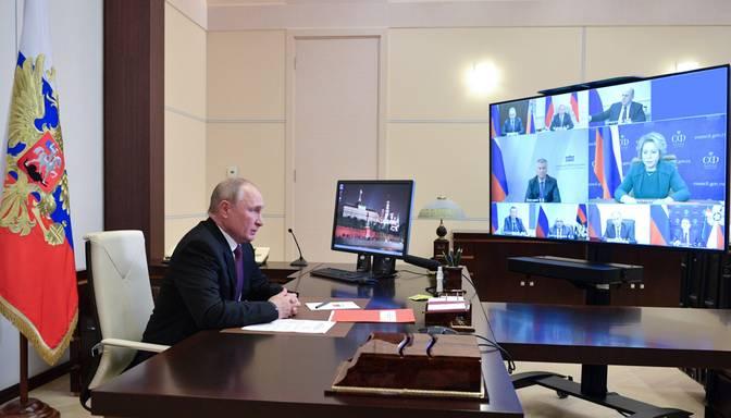 """Medijs: Krievijas partija """"Jaunie ļaudis"""" izveidota pēc Putina draugu iniciatīvas"""