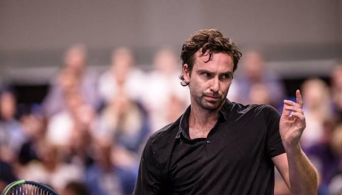 Gulbis pakāpjas ATP rangā