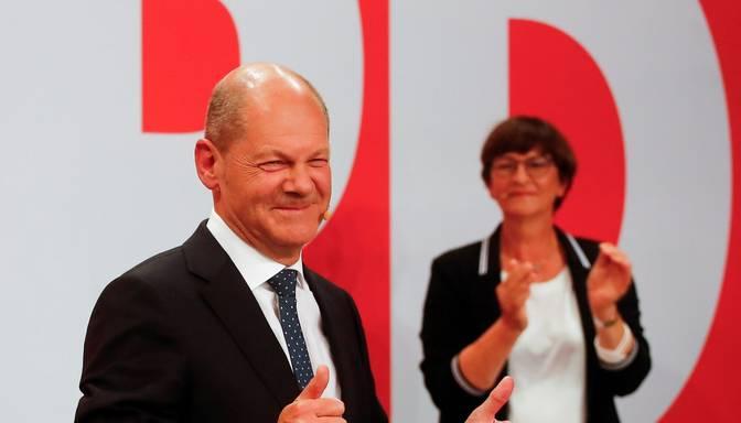 Vācijas Bundestāga vēlēšanās uzvar sociāldemokrāti; koalīcijas veidošanas sarunas būs smagas