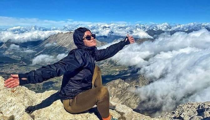 Pievarēti 1400 metri! Aija Andrejeva bauda Alpu kalnu varenumu