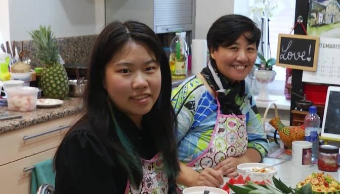 Latvijā dzīvojošās Mērija un Džordžija no Ķīnas dalās pieredzē, kā pagatavot gardu Āzijas maltīti