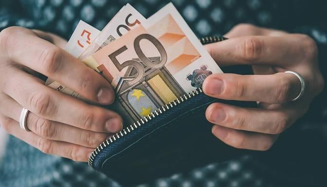 Feldmans: Nākamgad jādiskutē par minimālās algas palielināšanu līdz 600 eiro 2023. gadā