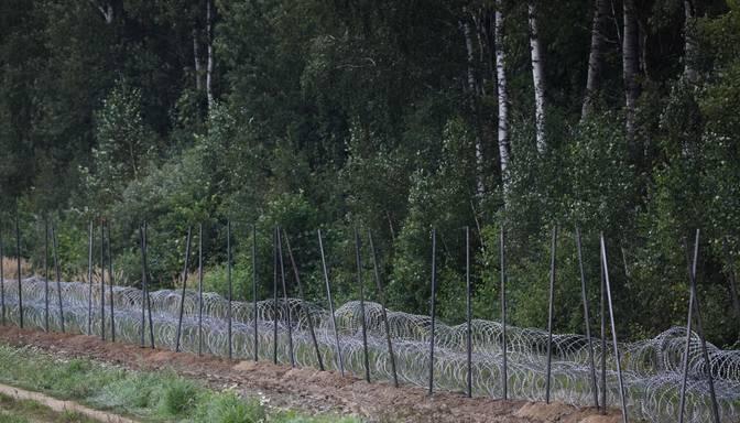 Žoga ierīkošana uz Latvijas-Baltkrievijas robežas varētu aizkavēties uzņēmuma nespējas laicīgi piegādāt dzeloņstieples dēļ