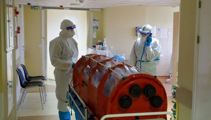 Covid-19 pacientu skaits Latvijas slimnīcās pieaudzis līdz 333