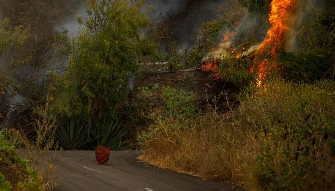 Vulkāna izvirdumā Kanāriju arhipelāga salā iznīcinātas 320 ēkas
