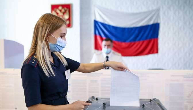 Krievijā sākas Valsts domes vēlēšanas; opozīcija tiek apklusināta