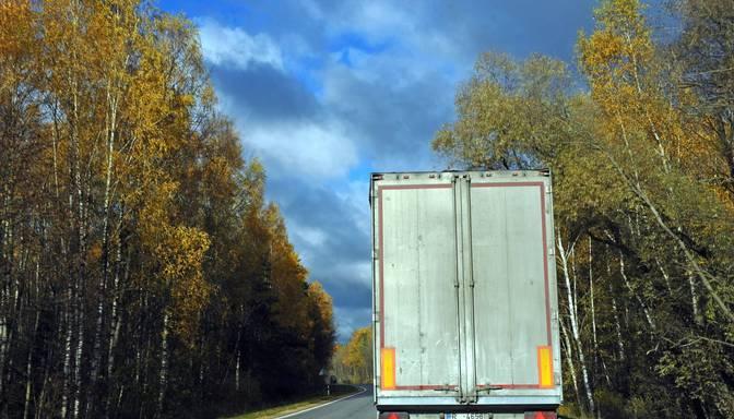 Izlijušas eļļas dēļ uz Siguldas šosejas no Siguldas līdz Ieriķiem ierobežota transporta kustība