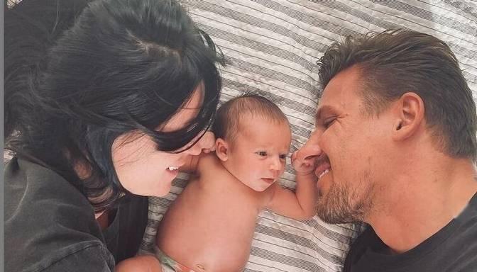 Pirmā ģimenes bilde kopā ar meitu! Jekaterina un Gints Valdmaņi nosvin attiecību gadadienu