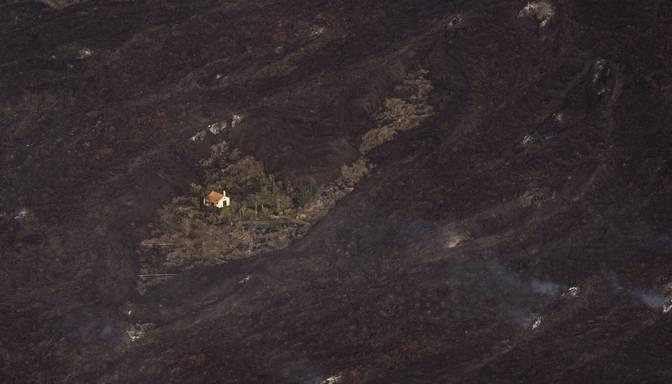 Kāda māja Kanāriju salās apbrīnojami paglābjas no vulkāna izvirduma rezultātā radušās lavas