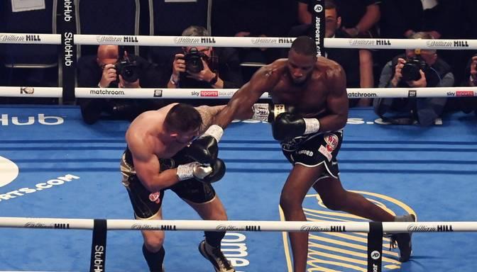 Okolijs ar nokautu aizstāv WBO titulu un kā nākamo sev pretī grib Briedi