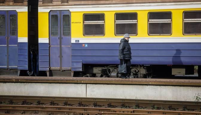 Ventspilī no vilciena vagona noplūdis ogļūdeņraža šķidrums