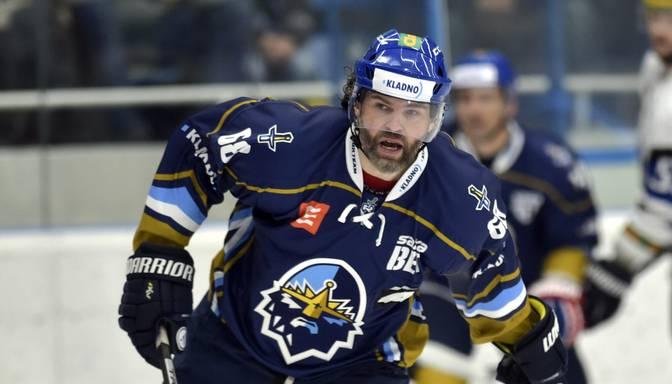 Čehijas hokeja leģenda Jāgrs uguņo un, apskrienot Balinski, gūst uzvaras vārtus