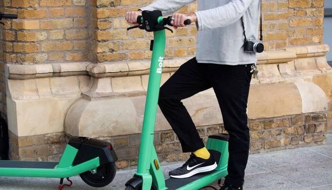 """""""Bolt"""" samazinājis skrejriteņu ātrumu visos Rīgas parkos"""