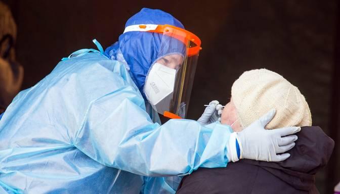 Covid-19: jauno inficēšanās gadījumu skaits Lietuvā tuvojas 1500, vēl deviņi saslimušie miruši