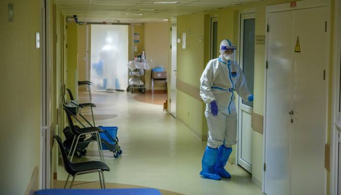 Latvijas slimnīcās Covid-19 pacientu skaits pieaudzis līdz 392