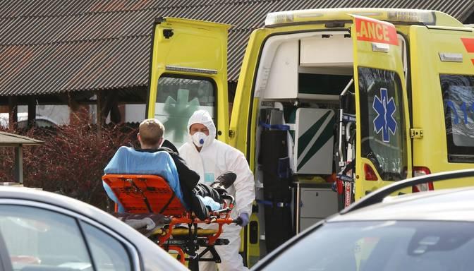 Covid-19: diennaktī stacionējot 68 pacientus, slimnīcās ievietoto kopskaits pieaudzis līdz 445