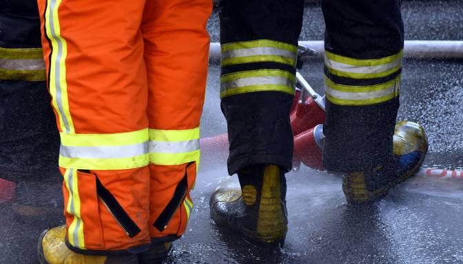 Naktī Ventspilī divstāvu dzīvojamā ēkā izcēlies ugunsgrēks