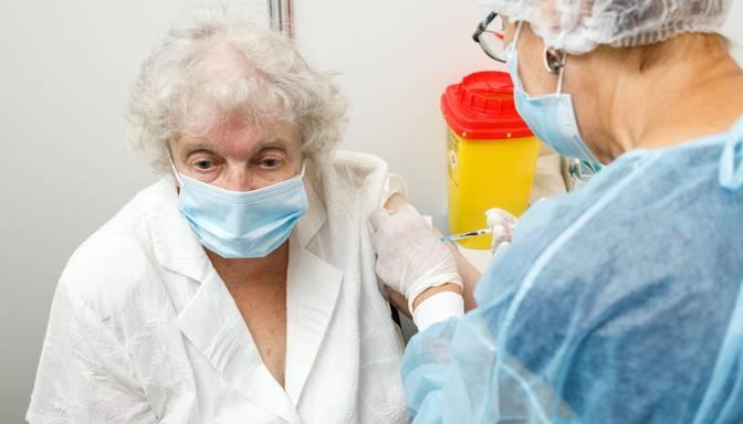 Infektologs: Mums jāfokusējas uz primāro vakcināciju