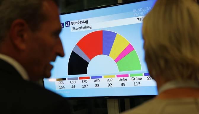 Vācijas vēlēšanās sociāldemokrāti un konservatīvie atrodas plecu pie pleca cīņā par vietām Bundestāgā