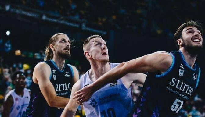 Šmitam septiņi punkti un uzvara Spānijas ACB līgā