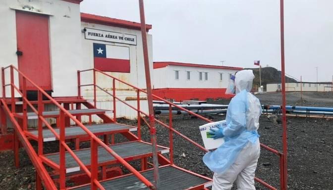"""Antarktīdā nogādātas pirmās """"AstraZeneca"""" vakcīnas"""