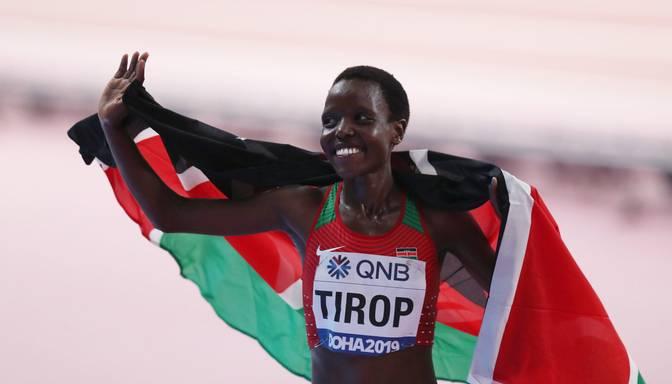 Mēnesi pēc pasaules rekorda labošanas atrasta mirusi Kenijas skrējēja Tiropa