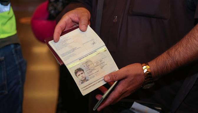 Afganistāna atsāk izdot pases