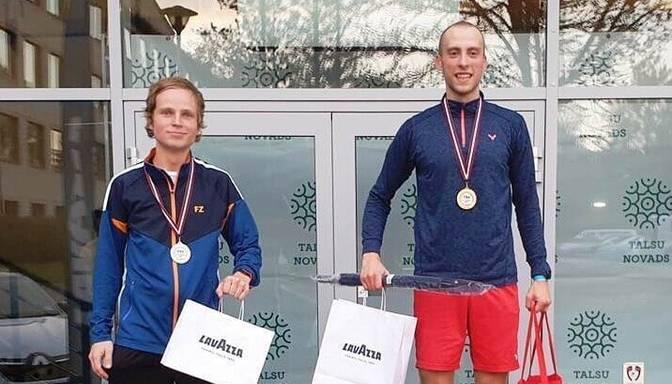 Latvijas čempionu titulus badmintonā nosargā Podosinoviks un Kerimovs/Romanova