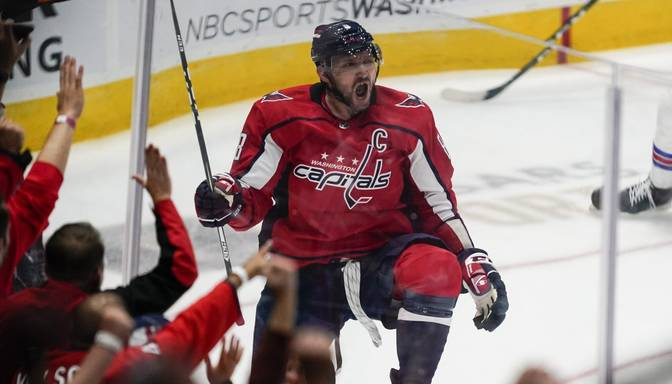 """Ovečkins NHL sezonu sāk ar uzvaru pār """"Rangers"""", diviem vārtiem un piekto vietu vārtu guvēju sarakstā"""