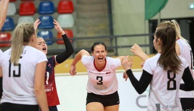 Karjeru noslēgusi Latvijas volejbola izlases spēlētāja Šveigere