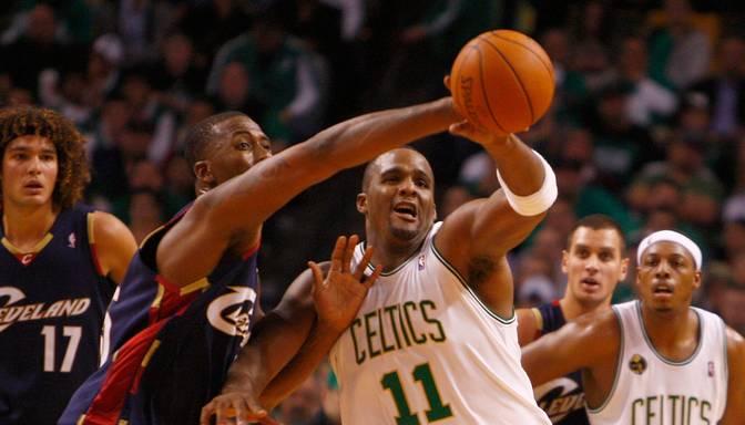 18 bijušie NBA spēlētāji apsūdzēti par nepilnu četru miljonu ASV dolāru izkrāpšanu