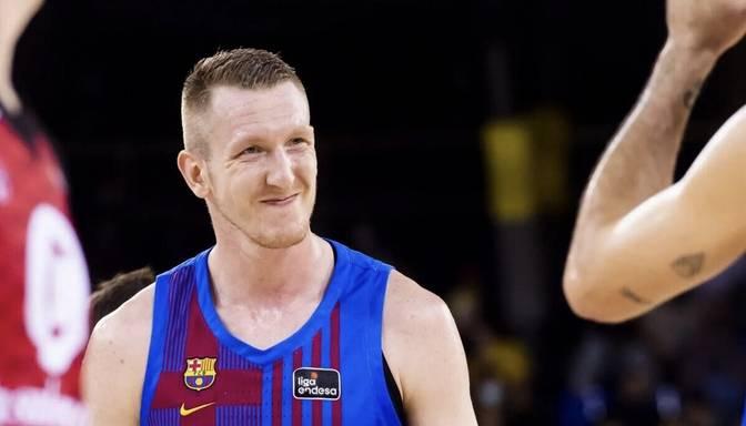"""Šmits ar """"double-double"""" sekmē """"Barcelona"""" uzvaru pār Bertāna pārstāvēto Seviljas komandu"""