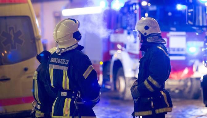 Naktī uz otrdienu ugunsgrēkā Rīgā gājis bojā cilvēks