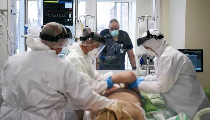 Covid-19: slimnīcās esošo pacientu skaits ir lielākais kopš februāra