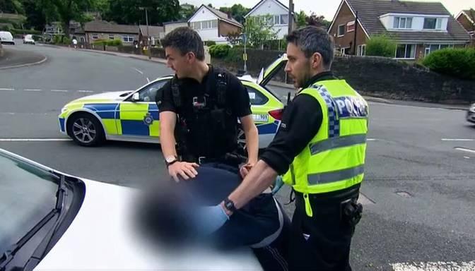 """Lielbritānijas ceļi ir ieguvuši svarīgāko lomu cīņā ar noziedzību un policija nevar atslābt! Skaties """"Ceļu policija"""" TV3!"""