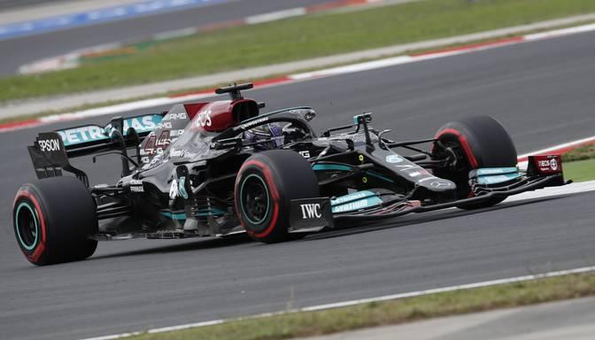 """Hamiltons uzvar F1 Turcijas """"Grand Prix"""" kvalifikācijā"""