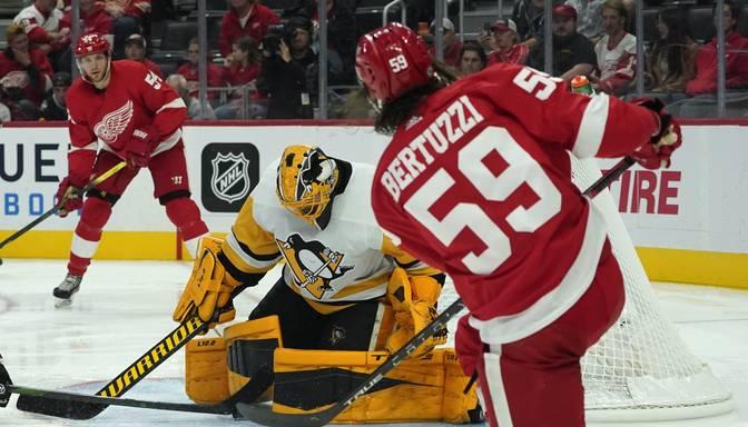 """Bļugera """"Penguins"""" zaudē NHL pārbaudes spēlē"""