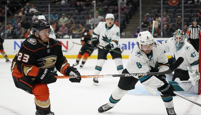 """NHL pārbaudes spēlēs """"Sharks"""" bez Balcera uzvar """"Ducks"""", """"Sabres"""" bez Girgensona zaudē """"Red Wings"""""""