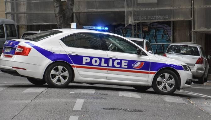 Francijā četri konspirāciju teoriju sekotāji apsūdzēti par uzbrukumu plānošanu vakcinācijas centriem